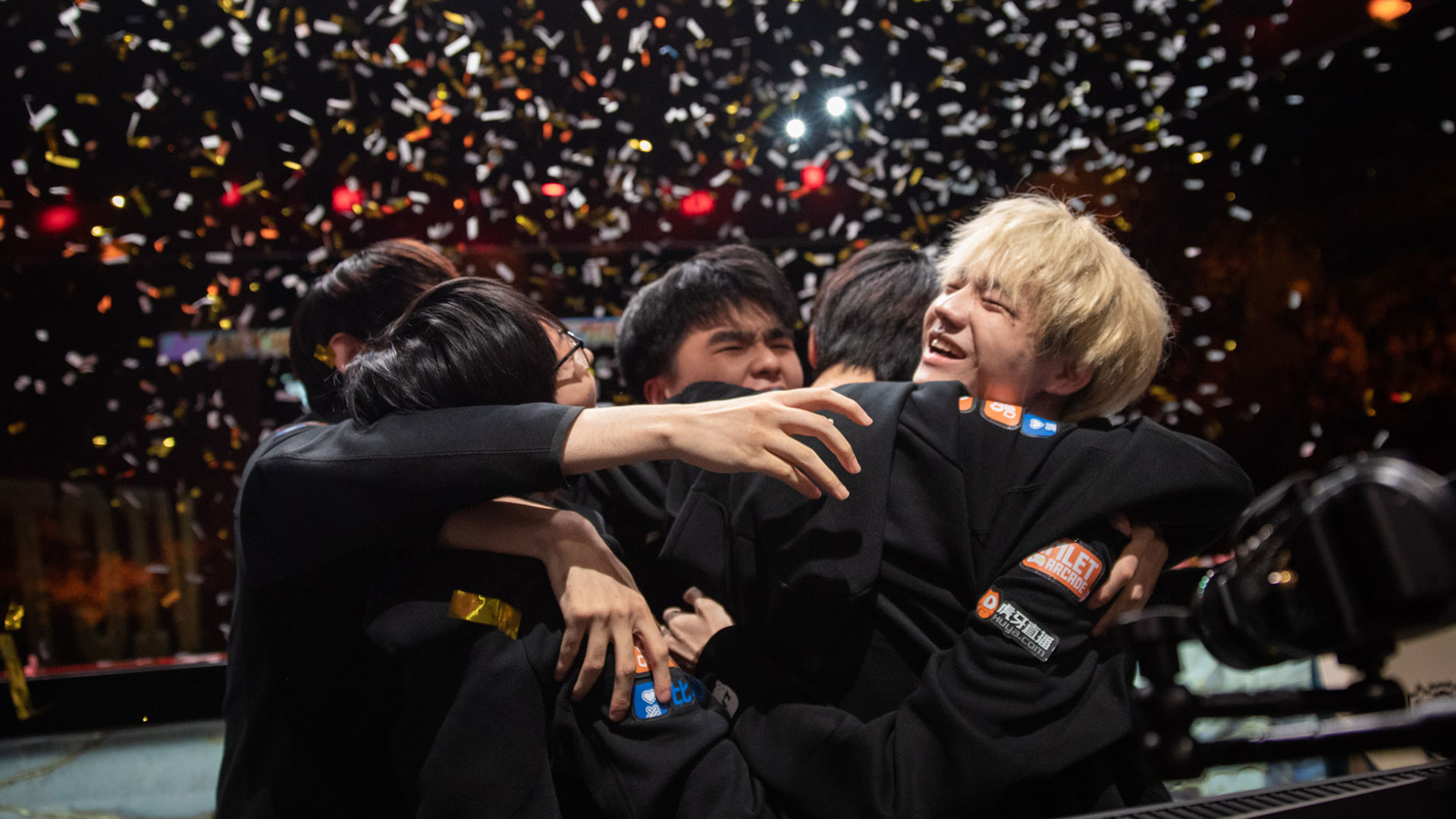 Fly Phoenix Fly Fpx Wins Worlds League Of Legends